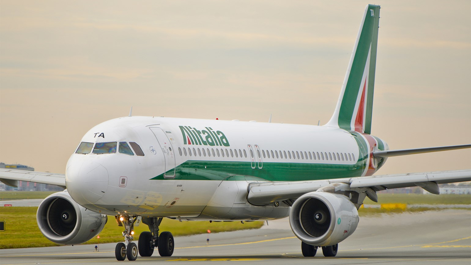 Italy could take minority stake in Alitalia