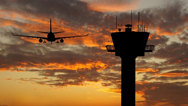 Union and FAA at odds over effect of fewer air traffic controller