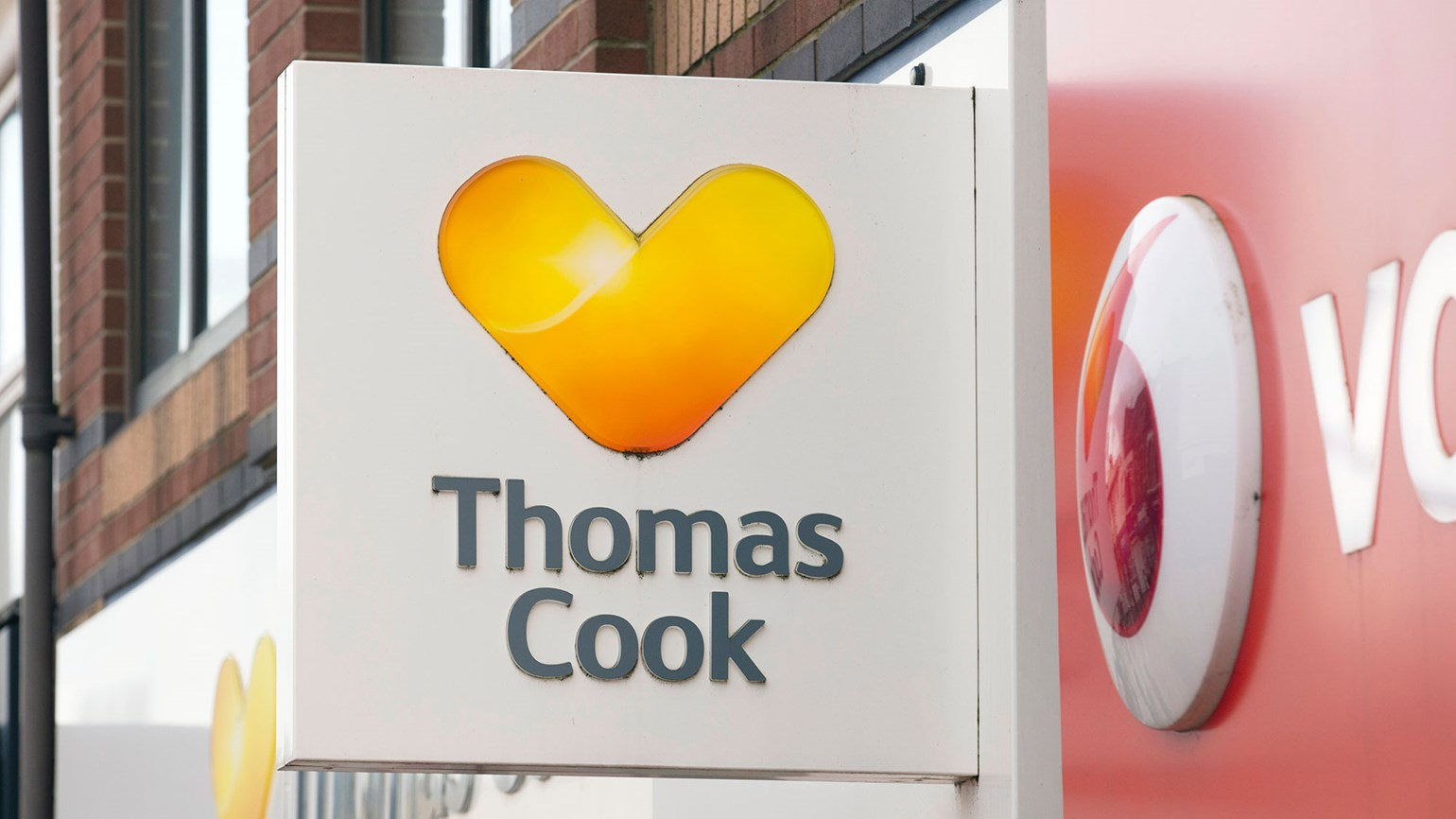 U.K. agencies look to snap up Thomas Cook advisors, storefronts