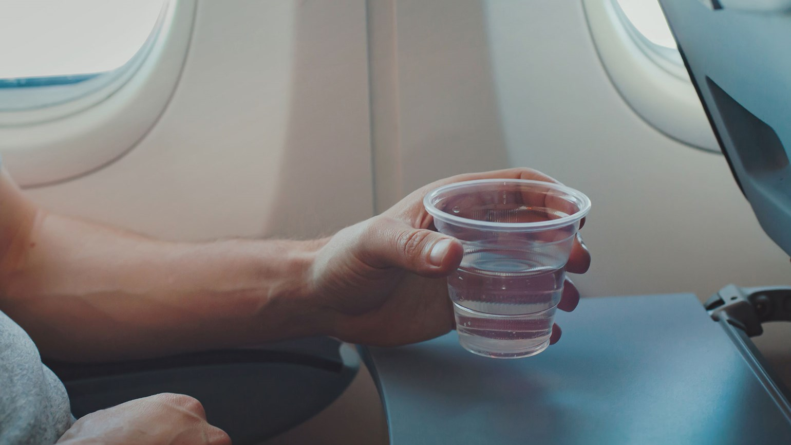 Drinking water on an airplane not recommended