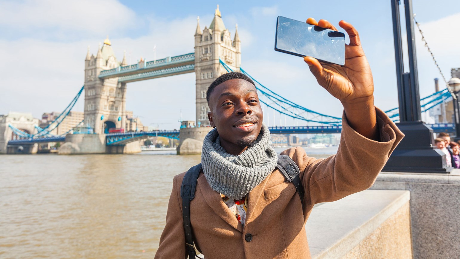 Black traveler tourist London [Credit: William Perugini/Shutterstock.com]