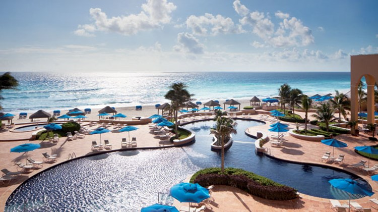 The pool at the Ritz-Carlton, Cancun.
