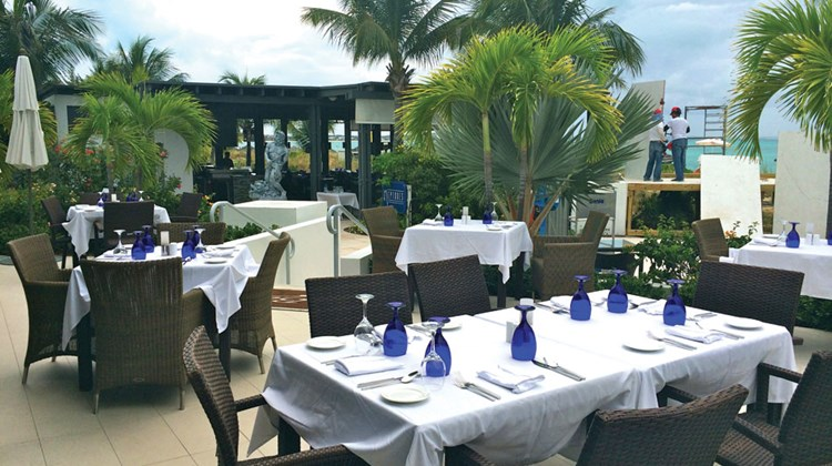 Bayside Restaurant offers an international cuisine buffet for breakfast, lunch and dinner with evening entertainment.