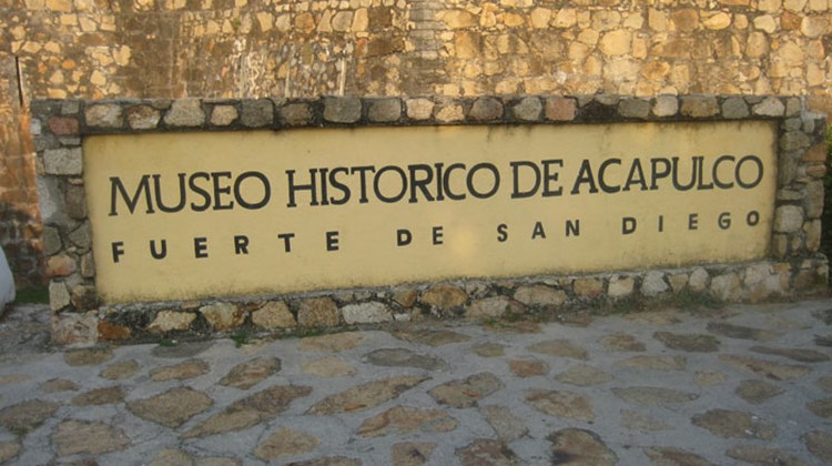 The sign at the Historical Museum of Acapulco. TW photo by Gay Nagle Myers