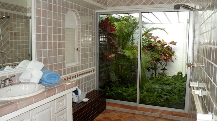 The master bathroom at the Day-O villa.