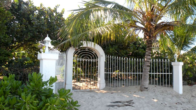 A gate off of Day-O's pool leads right onto the soft sand of Plum Bay Beach.