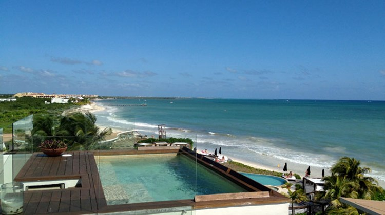 A plunge pool on the roof of a Rosewood Mayakoba oceanview suite.