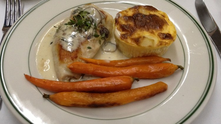 Dinner service on the Pullman offered a choice of four entrees with a vegetable and a potato pastry, followed by ice cream and a cookie.