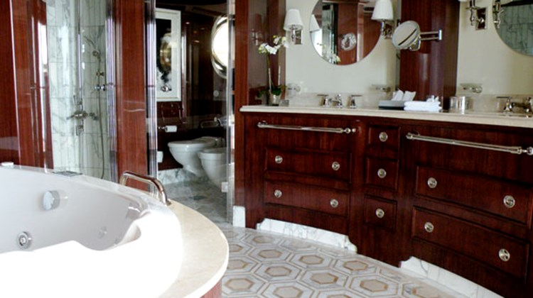The master bath in an Owner's Suite. Photo by Ralph Grizzle, http://www.avidcruiser.com/