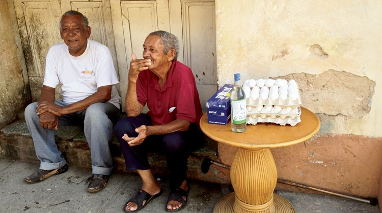Enterprising Cubans try to drum up sales for eggs, which are often in short supply in the bodegas and farmers markets where most Cubans shop.