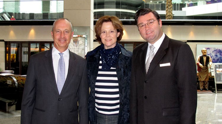 The Regal Airport Hotel in Hong Kong welcomed actress Sigourney Weaver to its Regal Club on April 6. Weaver was greeted by GM Jan Kirstein (left) and deputy GM Alexander Haeusler.