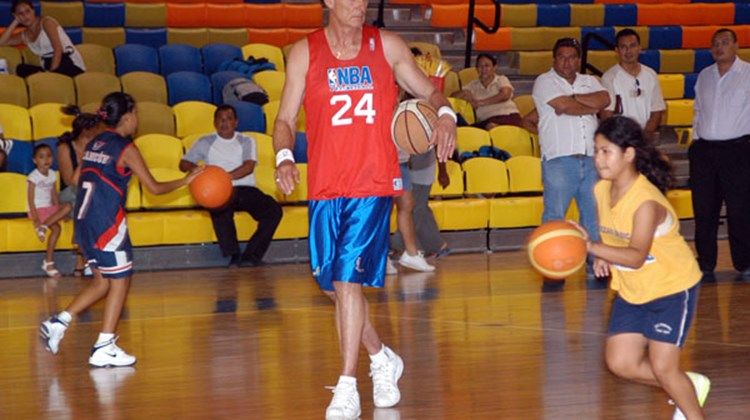NBA Hall of Famer Rick Barry coached local kids in Cancun, Mexico, during a basketball camp he hosted, co-sponsored by the Cancun CVB, in early June.