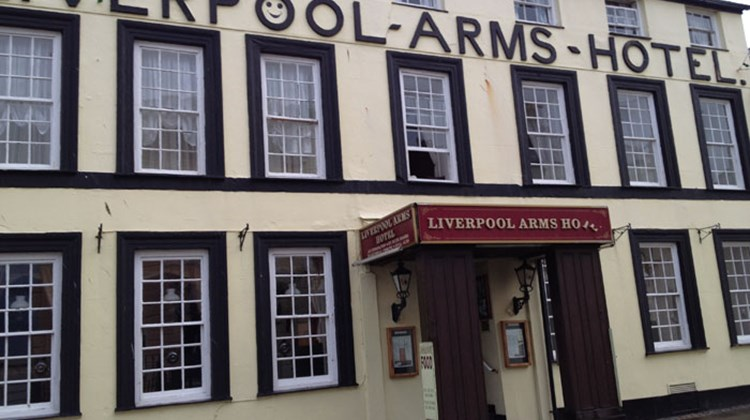 We learn about local gossip and politics while enjoying fish and chips and Speckled Hen ale at the Liverpool Inn, a short walk from the B&B where we're staying.