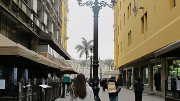 Tropical Touches: Victorian street lamps meet palm trees on Lima's streets