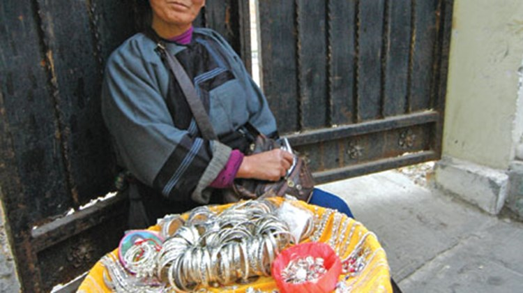 A woman selling jewelry on the street in Gulangyu.