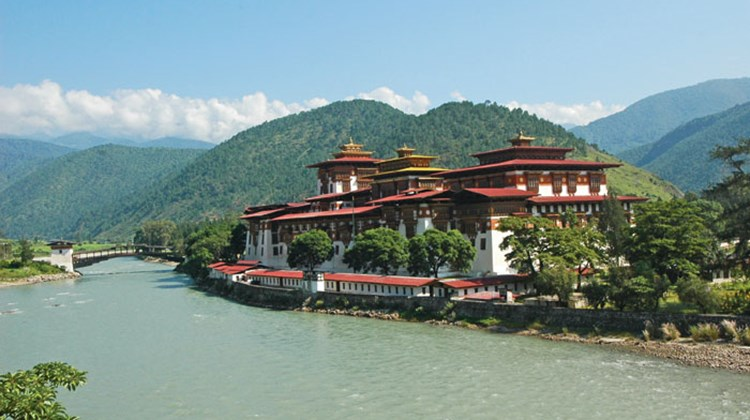 Punakha Dzong, on the Puna Tsang Chu River.