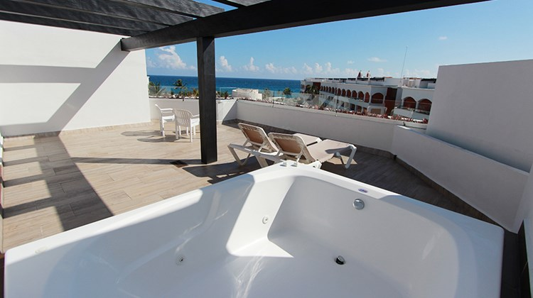 Deluxe Sky Terrace rooms feature hydro spa tubs, beach chairs and ocean views.