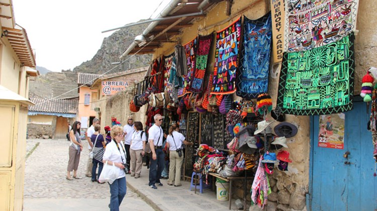 The group checks out local handicrafts in Ollantaytambo's main square.