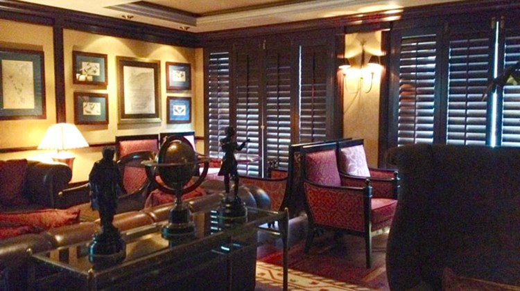 The Symphony's Connoisseur Club, a smoking lounge that will become the ship's only indoor smoking area by January 2014.