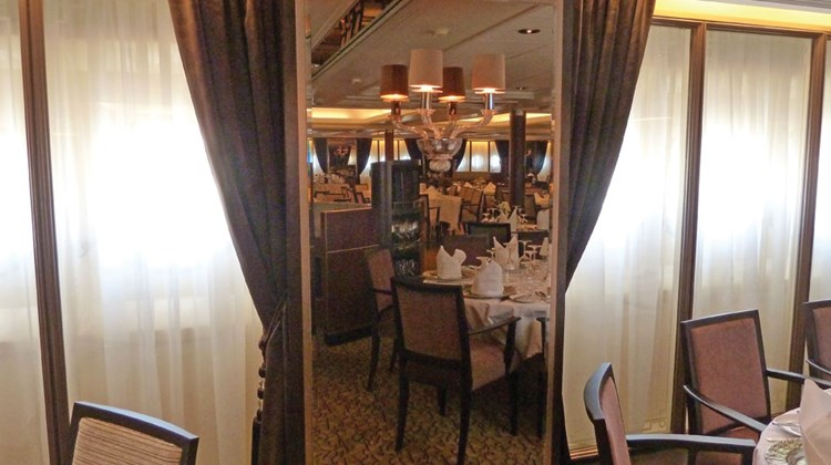 As in other Windstar ships, a full-length mirrored panel with sconces decorates the space between windows in the Amphora restaurant. The Seabourn Pride had drapes between windows.