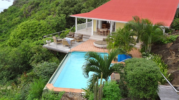 On the other hand, there are villas. Pictured here, the two-bedroom L'enclos villa. High on the hills of Colombier, it offers sweeping views of the sea.