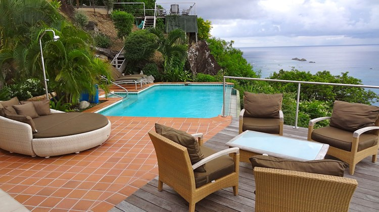 The pool and sitting area at L'enclos villa.