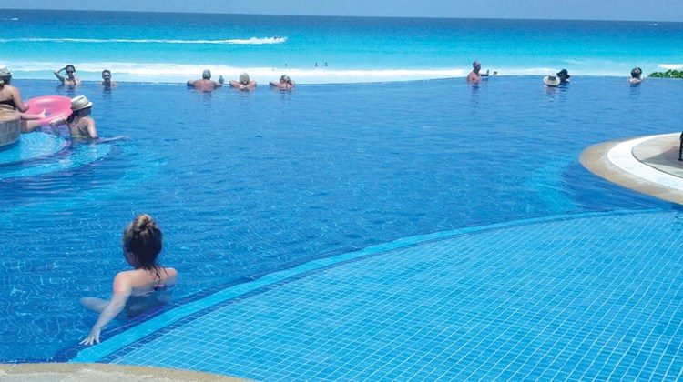 The infinity pool at the JW Marriott Cancun Resort & Spa.