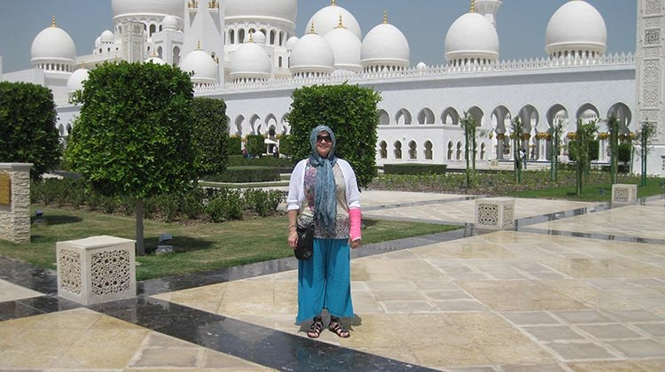Maria Saenz of Montrose Travel recently visited the Sheikh Zayed Mosque in Dubai, the largest mosque in the United Arab Emirates. Saenz  was in Dubai to attend a four-day ASTA International Destination Expo, where she gained first-hand experiences to help her expand her knowledge as a Dubai Destination Specialist.
